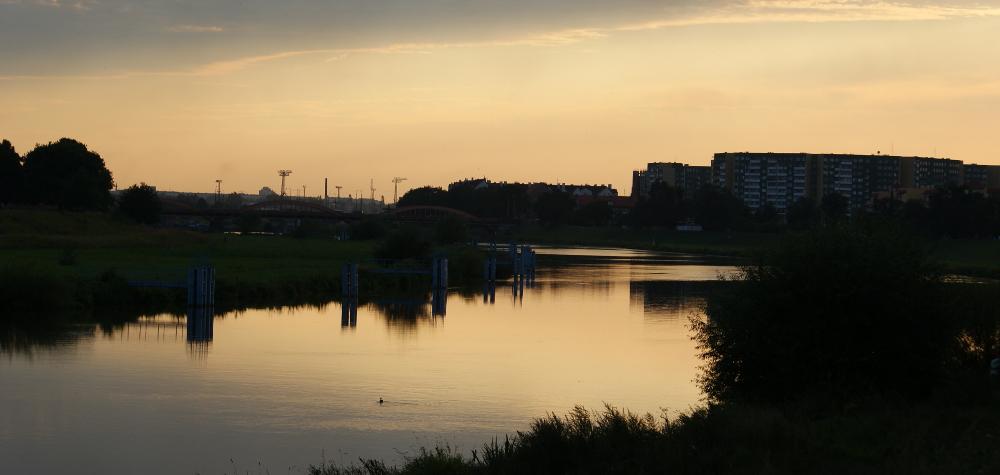 Odra we Wrocławiu z widokiem na osiedle Polanka
