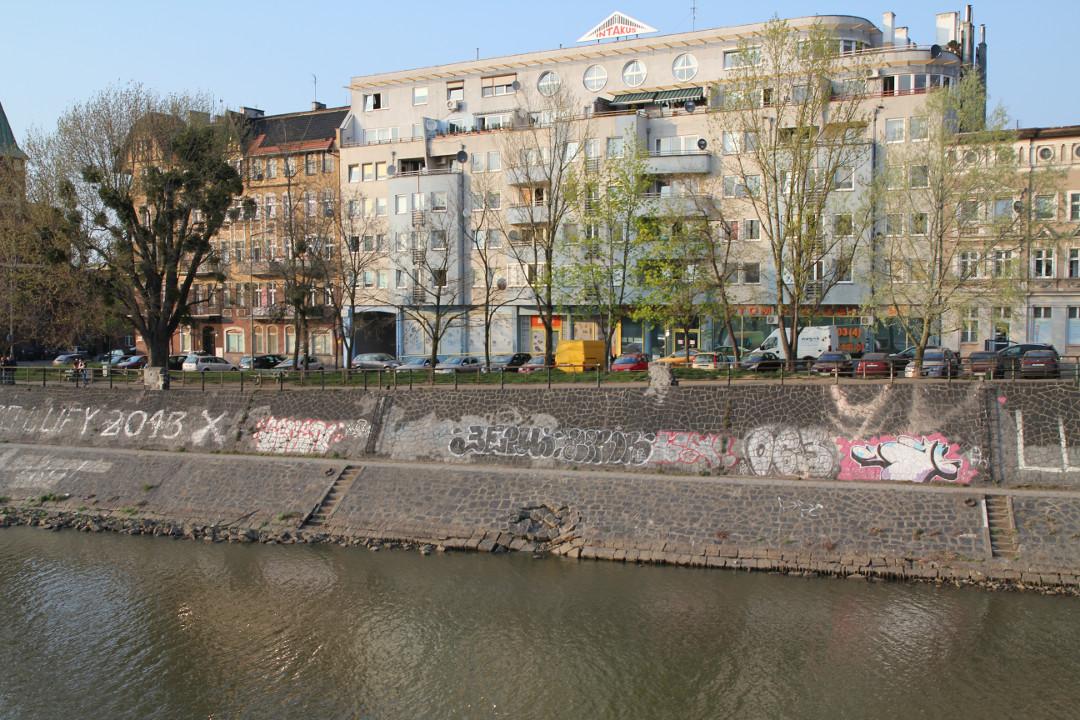 Nabrzeże przy Galla Anomima we Wrocławiu