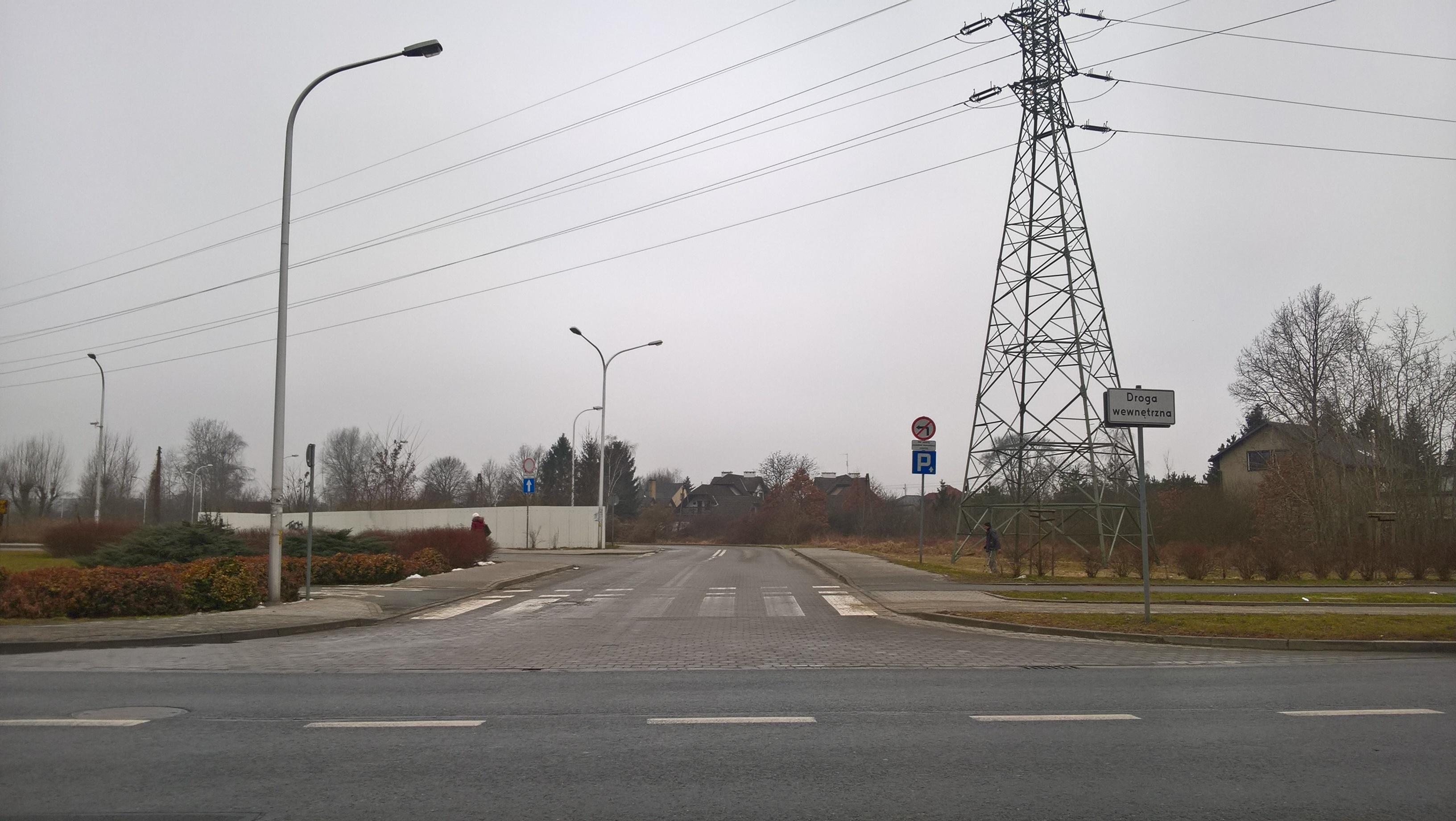 Wjazd na Parking przy ulicy Torowej za pętlą autobusową z ulicy Kamieńskiego.