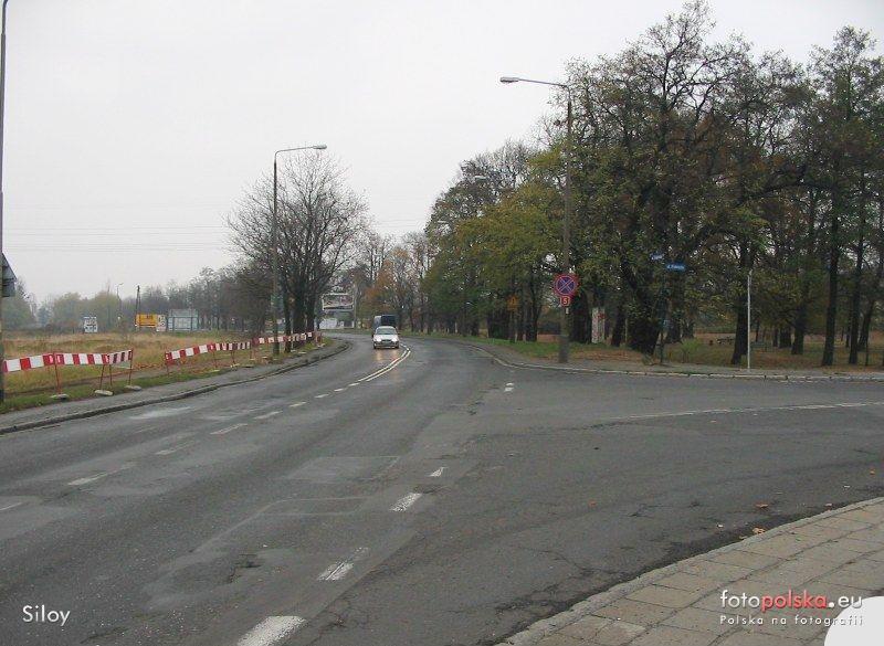 2005-2006_-_przebudowa_ulicy_Zmigrodzkiej_34109_Fotopolska-Eu