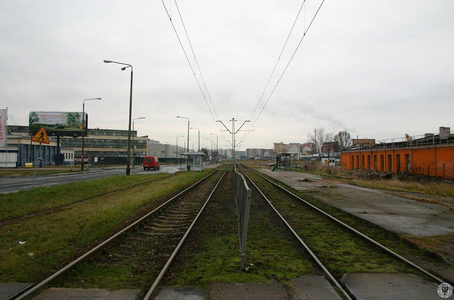 Linia_tramwajowa_na_ulicy_Zmigrodzkiej_31246_Fotopolska-Eu