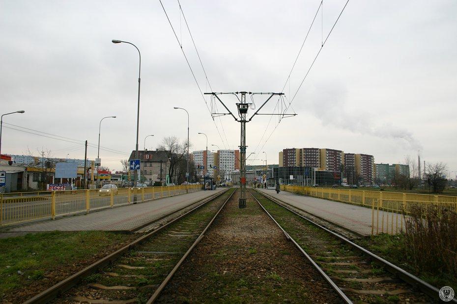 Linia_tramwajowa_na_ulicy_Zmigrodzkiej_31248_Fotopolska-Eu