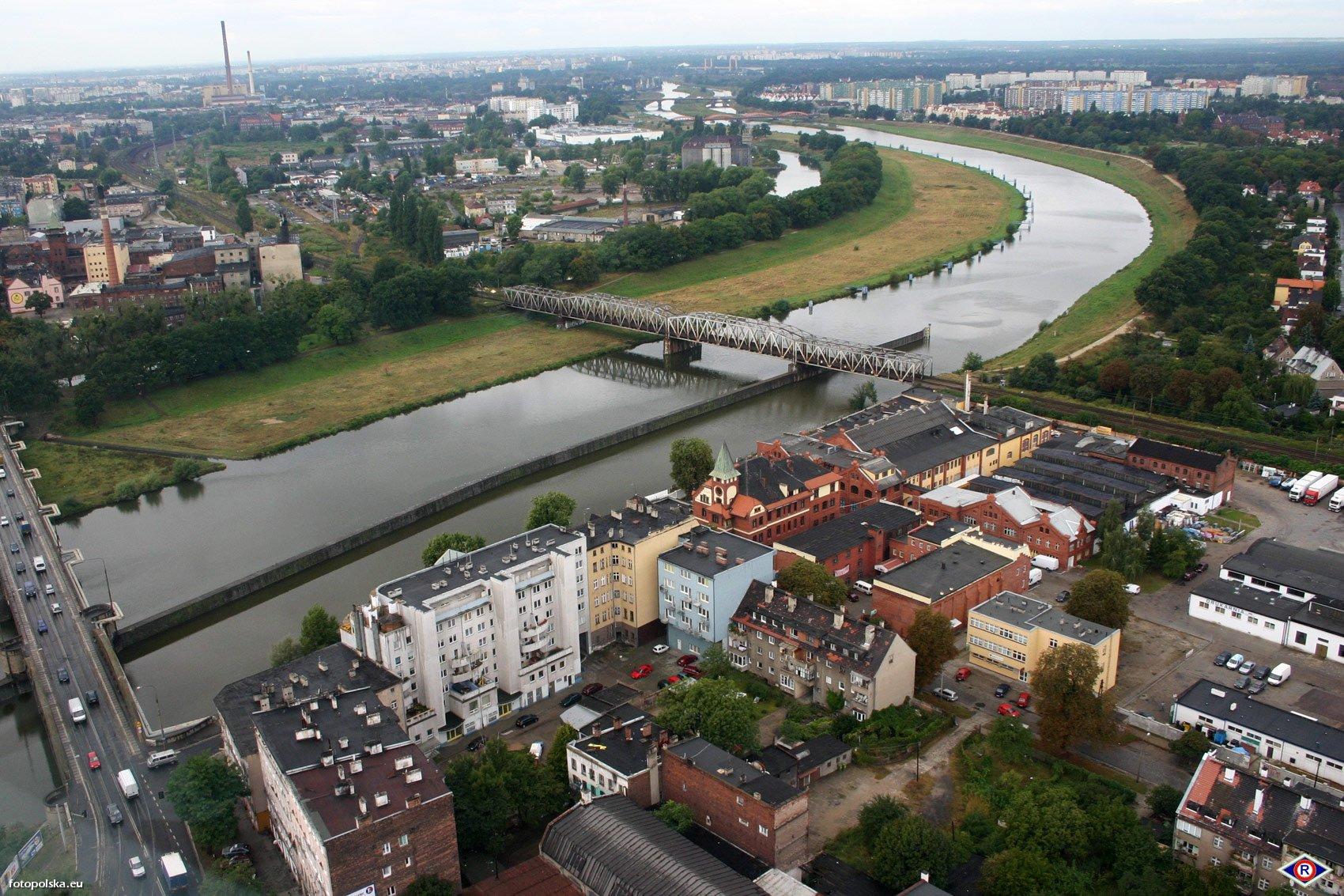 Most_kolejowy_k_mostow_Warszawskich_162852_Fotopolska-Eu