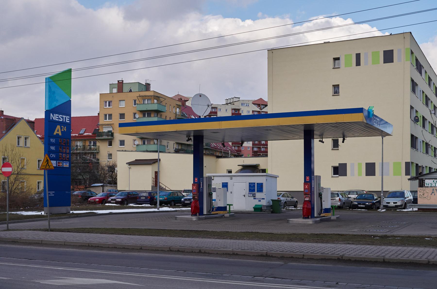 Stacja_benzynowa_Neste_816543_Fotopolska-Eu