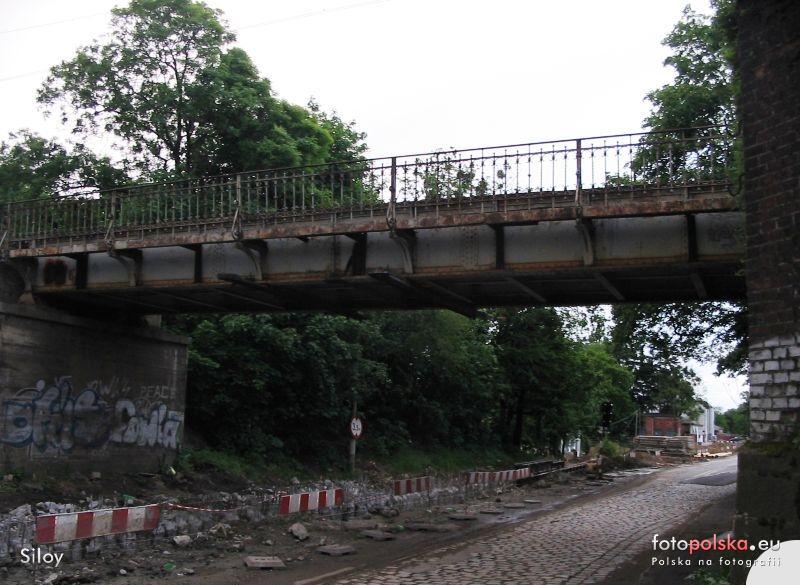 Wiadukt_kolejowy_37726_Fotopolska-Eu