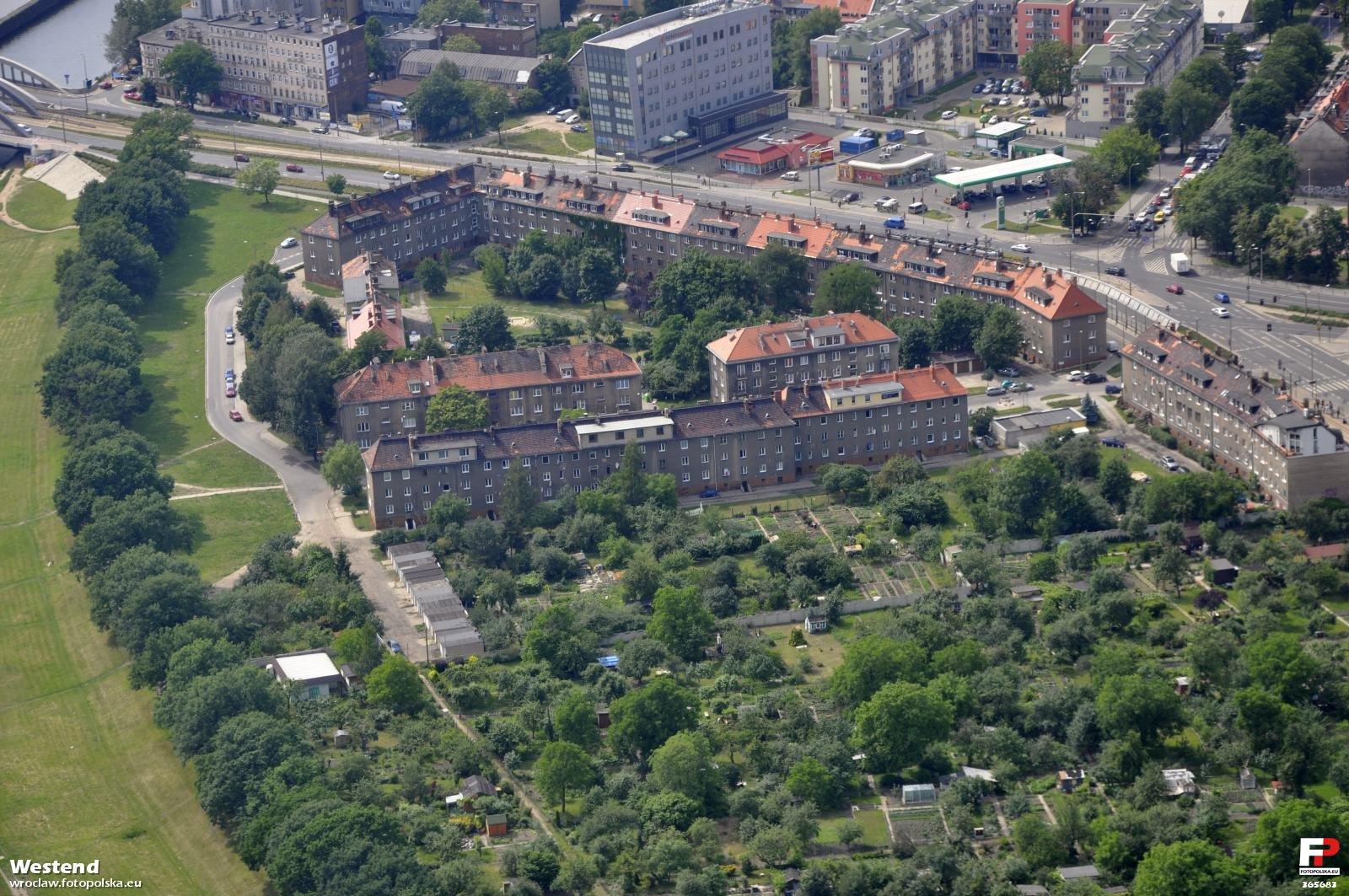 Zdjecia_lotnicze_-_Karlowice_365683_Fotopolska-Eu